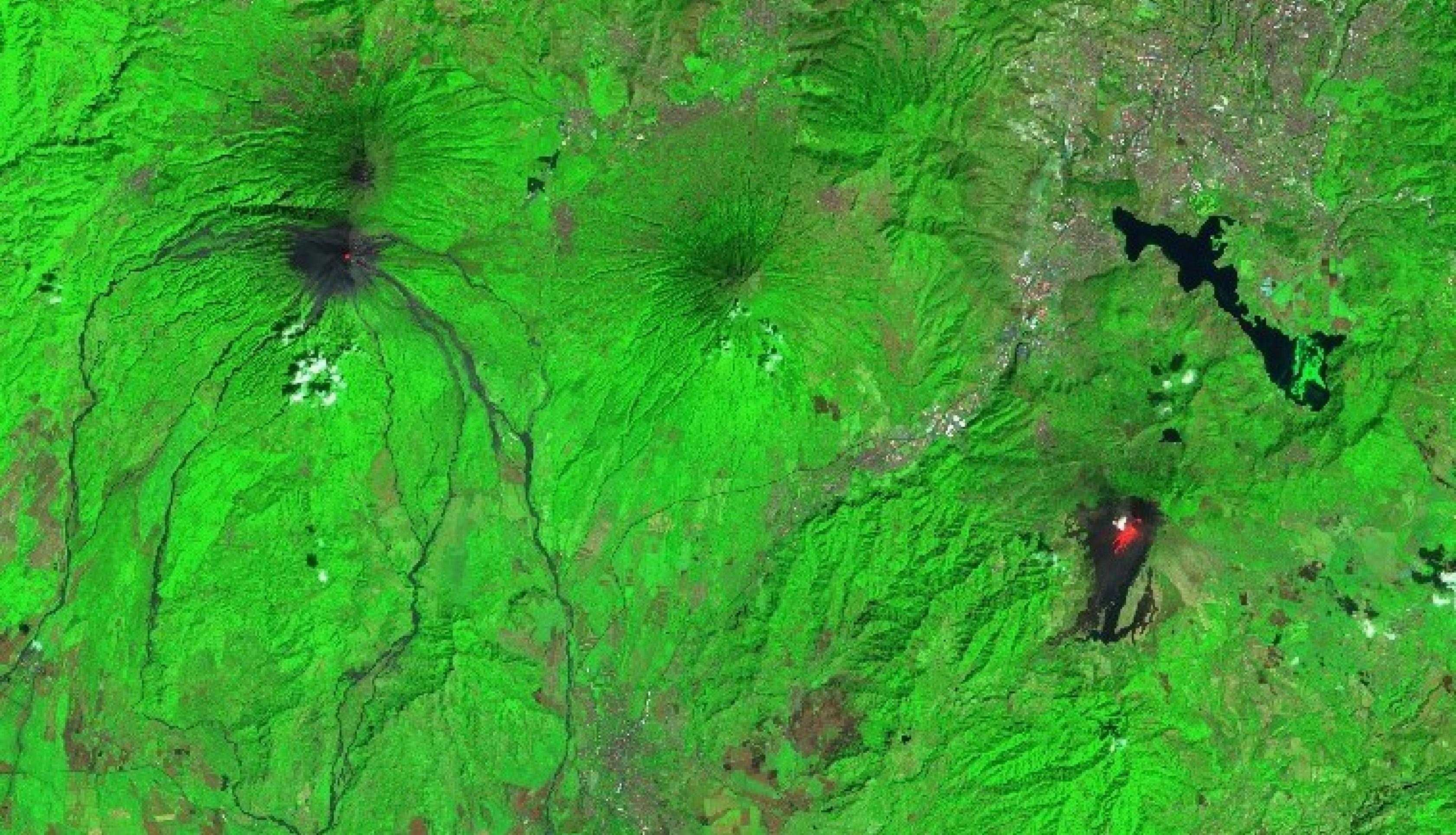 The European Space Agency (ESA) Sentinel-2 satellite captured this image on February 8, 2021, showing the Fuego volcano on the left and Pacaya volcano on the right, with Guatemala City in the upper right. Lava from the volcanoes can be seen in red. Credits: Sentinel Hub. Copyright contains modified Copernicus Sentinel data (2021), processed by ESA