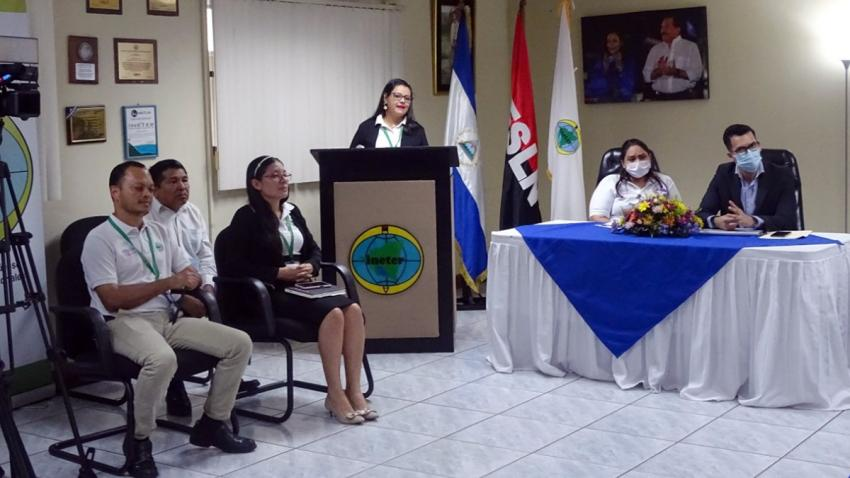 Officials participate in the inauguration of the Nicaragua volcano supersite on June 3, 2020. Pictured from left to right: Armando Saballos, geologist (INETER); William Martínez, scientific advisor (INETER); Eveling Espinoza, geologist coordinator (UNAN); Karla Acosta, communications director (INETER); Iris Cruz, director of geophysics (INETER); and Vladimir Gutierrez, director (INETER). Image credits: INETER/CCC César Pérez